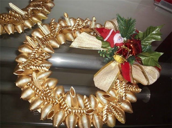 christmas-crafts-ideas-diy-gold-wreath-pasta